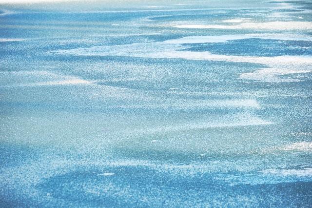 凍った水面の写真