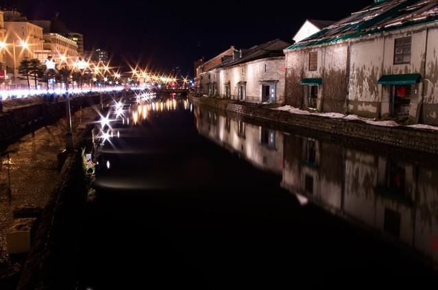 夜の小樽運河の写真