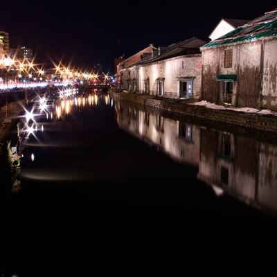 「夜の小樽運河」の写真素材