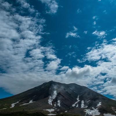 旭岳と青空の写真
