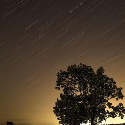 「流れる星空」の写真素材