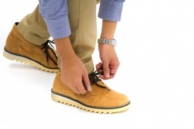 靴ひもを結び歩き出そう!の写真