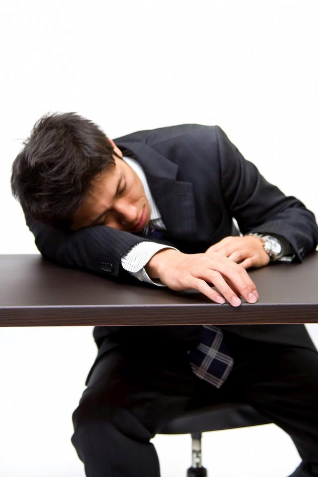 就職活動に疲れた男性の写真