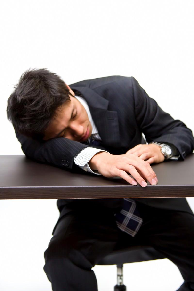 「就職活動に疲れた男性」の写真[モデル:恭平]