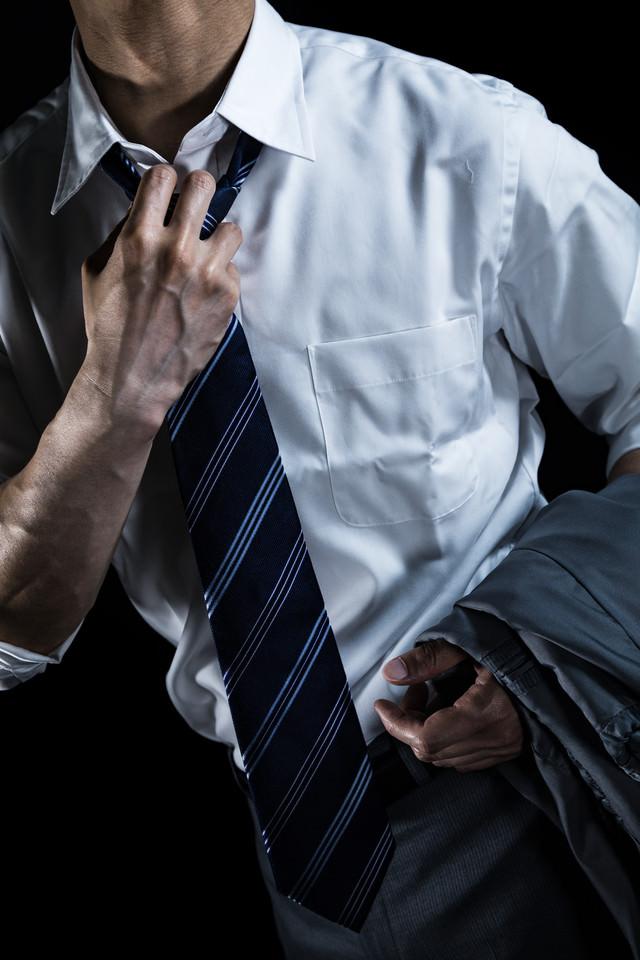 クールビズの導入を訴える会社員の写真