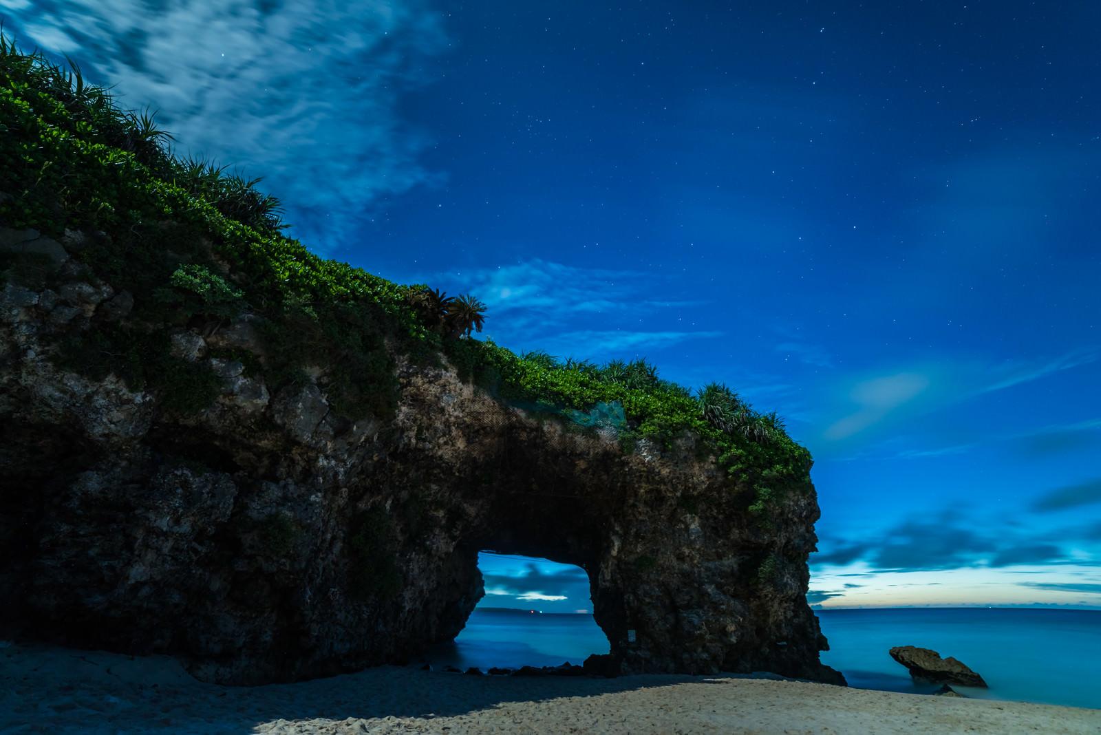 「深夜の砂山ビーチ(宮古島)」の写真