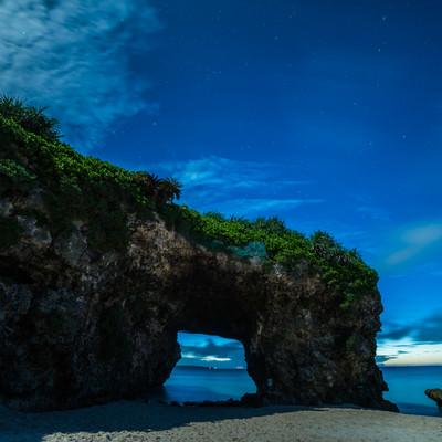 「深夜の砂山ビーチ(宮古島)」の写真素材