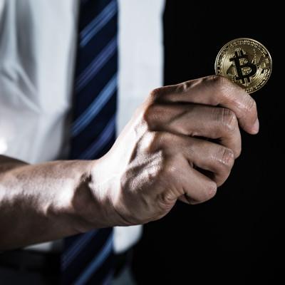 「ビットコインを具現化する能力者」の写真素材