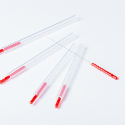 赤い鍼の写真