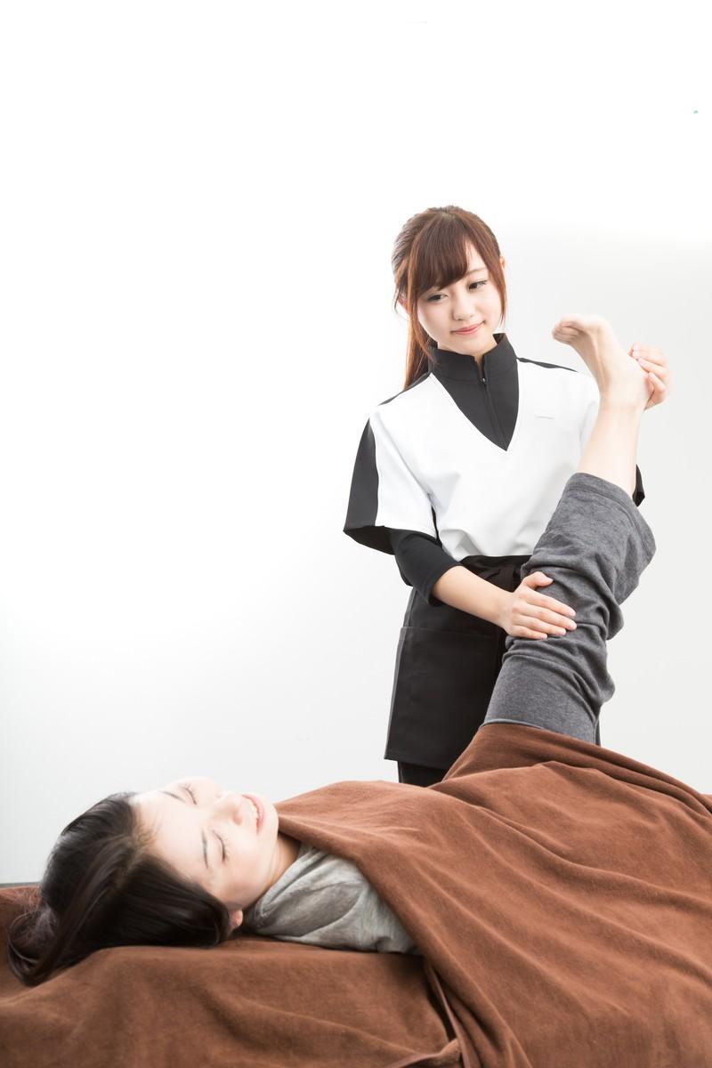 「足スリムのストレッチ」の写真[モデル:河村友歌]