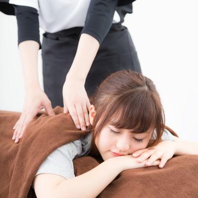 「ストレッチが気持よくて寝てしまう女性」の写真素材