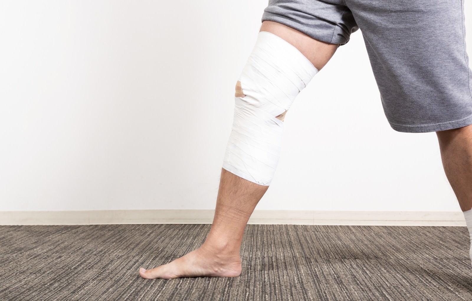 「膝関節のテーピング膝関節のテーピング」のフリー写真素材を拡大