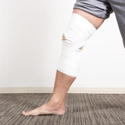 膝関節のテーピングの写真