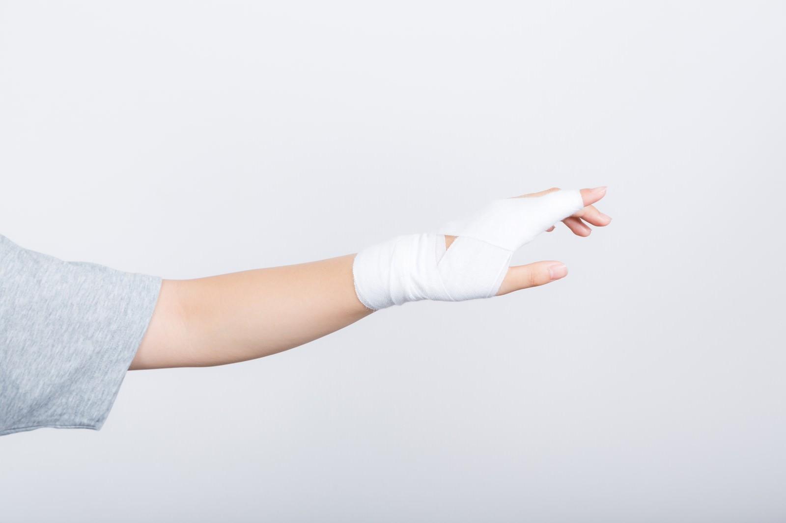 「左手示指固定」の写真