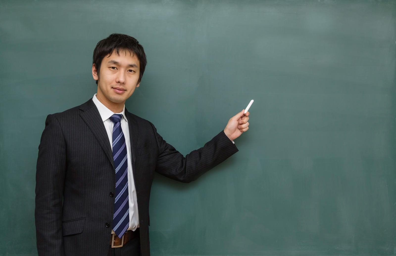 「「ここすごくテストに出るよ!」的に解説する塾の講師」の写真
