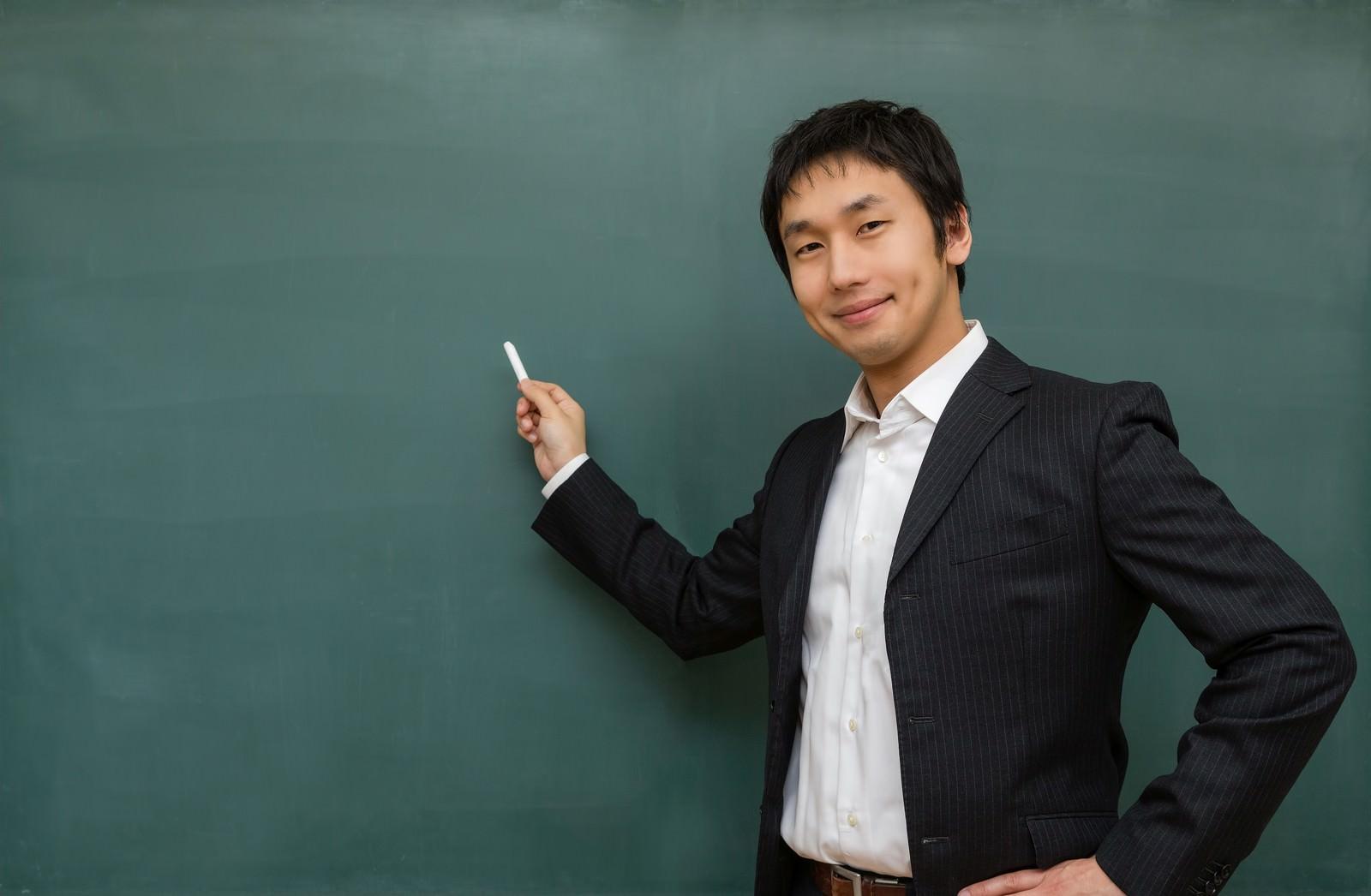 「ニコニコしながら授業をする先生ニコニコしながら授業をする先生」[モデル:大川竜弥]のフリー写真素材を拡大