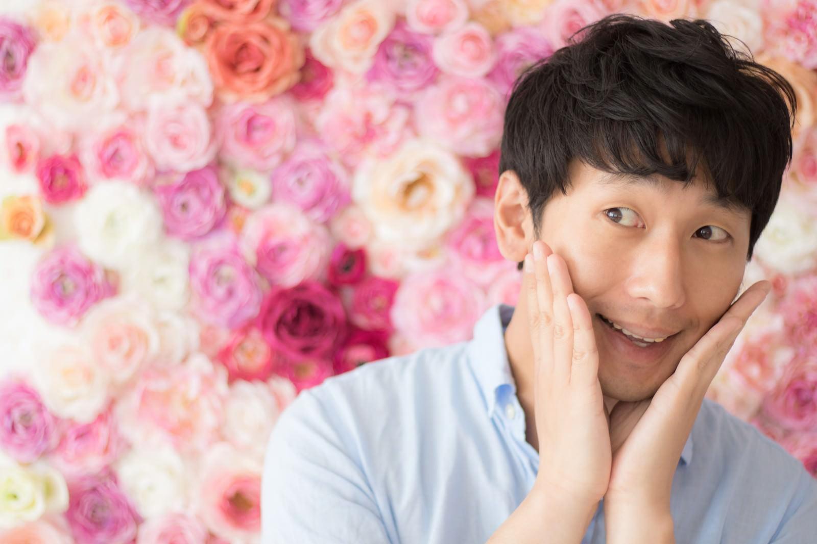 「幸せに包まれた男性幸せに包まれた男性」[モデル:大川竜弥]のフリー写真素材を拡大