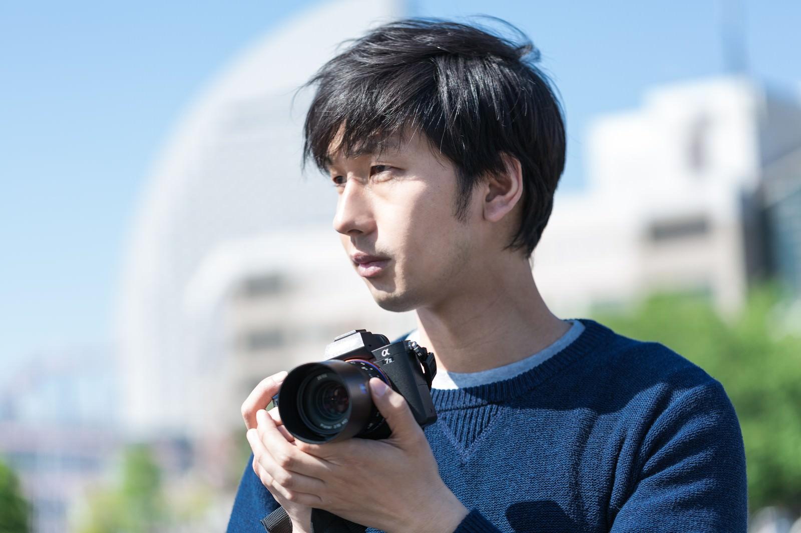 「イケメンカメラ男子」の写真[モデル:大川竜弥]