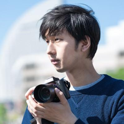 「イケメンカメラ男子」の写真素材