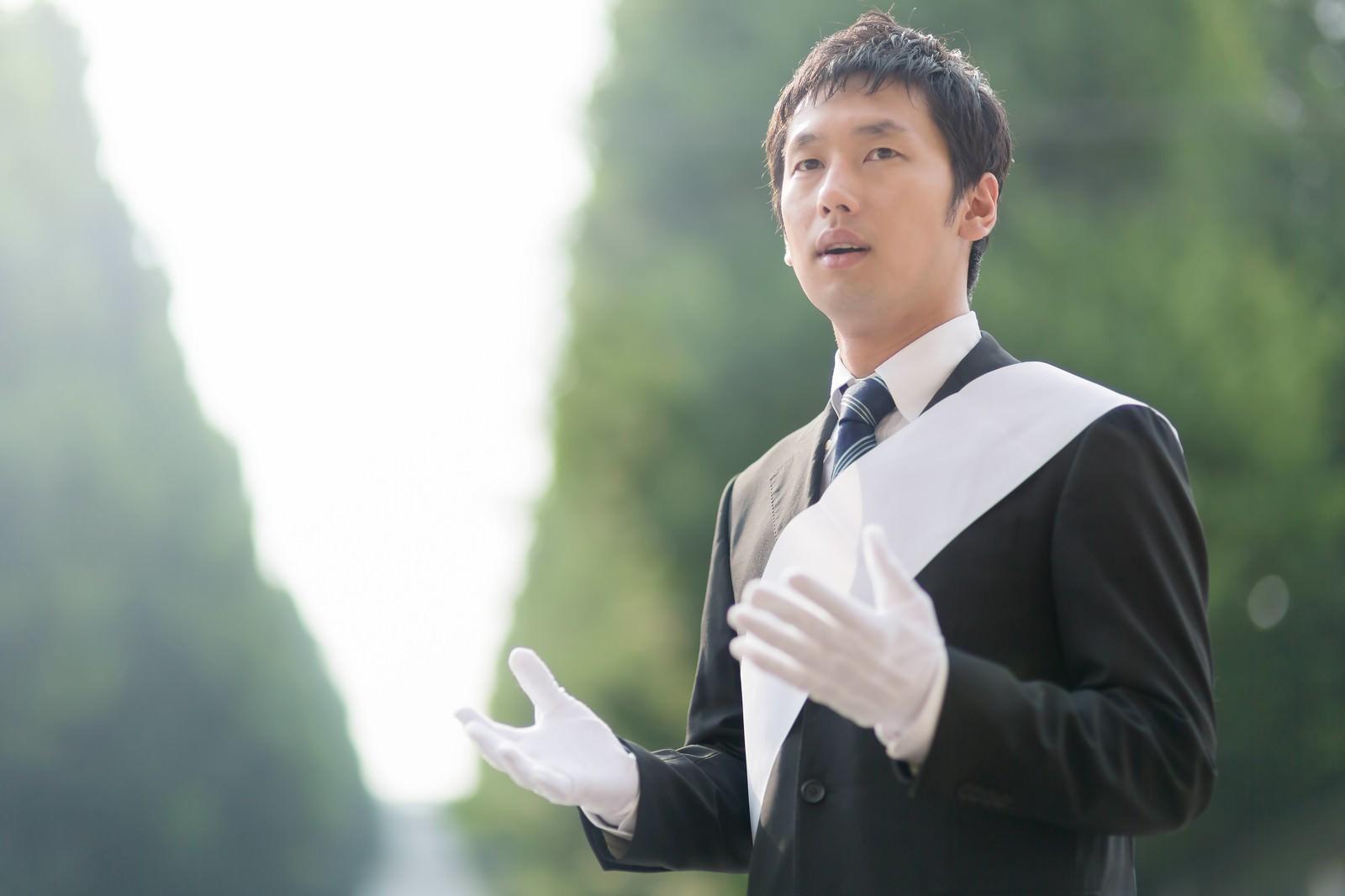 「マニュフェストを語る立候補者」の写真[モデル:大川竜弥]
