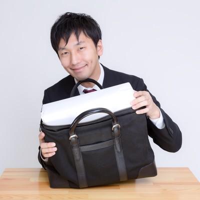 「ほら、かばんに入ったでしょ。」の写真素材