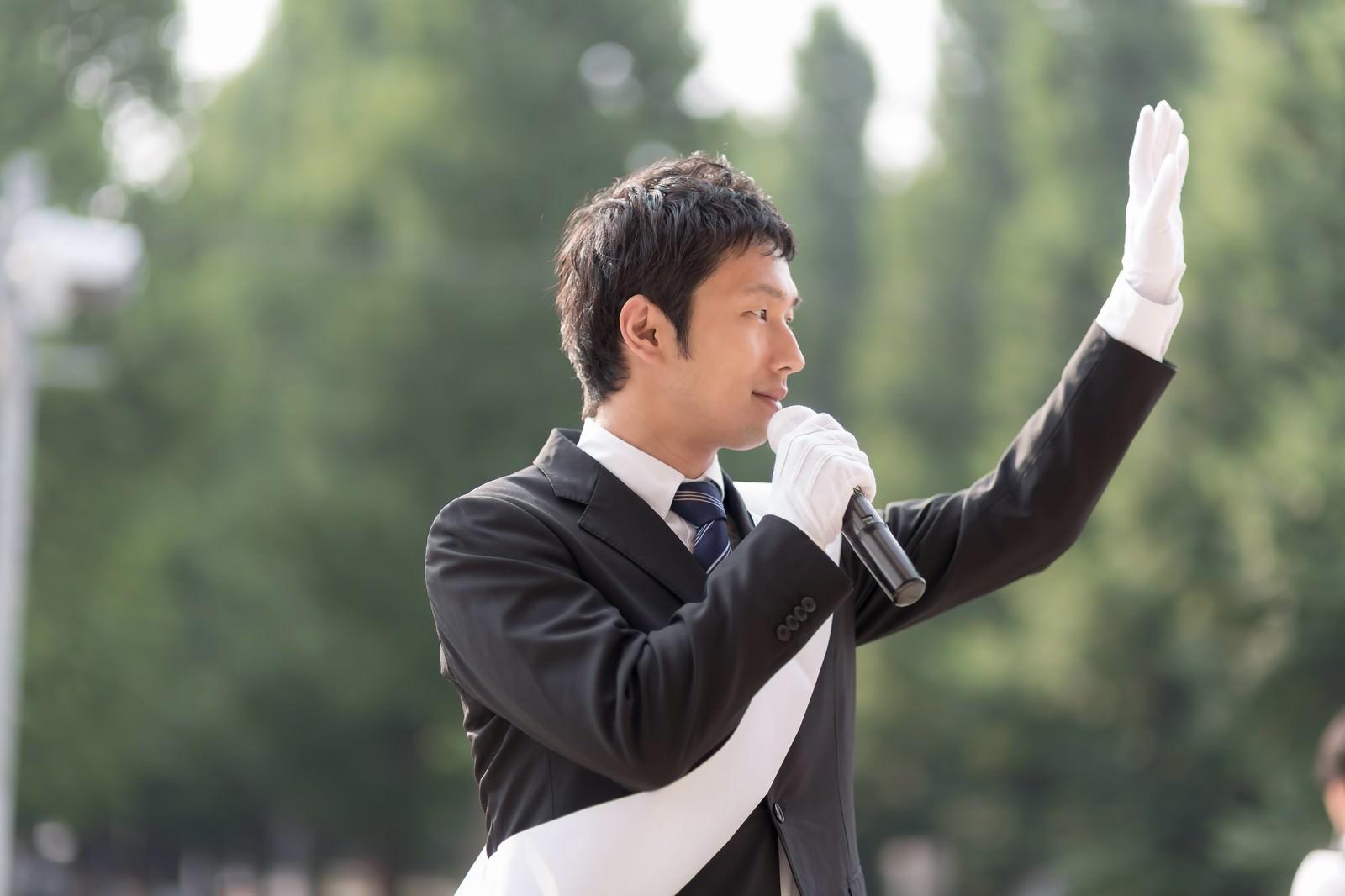 「日本の政治を変える為に脱サラして立候補した無所属の男性」[モデル:大川竜弥]