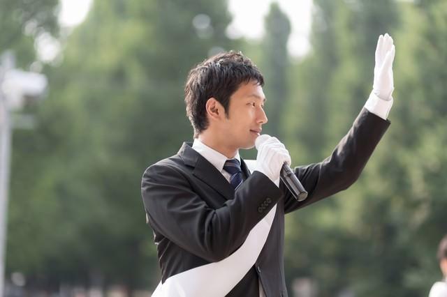 日本の政治を変える為に脱サラして立候補した無所属の男性の写真