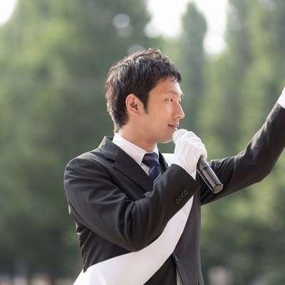 「日本の政治を変える為に脱サラして立候補した無所属の男性」の写真素材