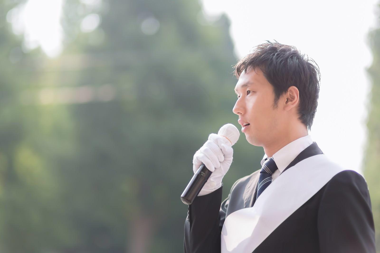 「街頭演説する世襲の立候補者街頭演説する世襲の立候補者」[モデル:大川竜弥]のフリー写真素材を拡大