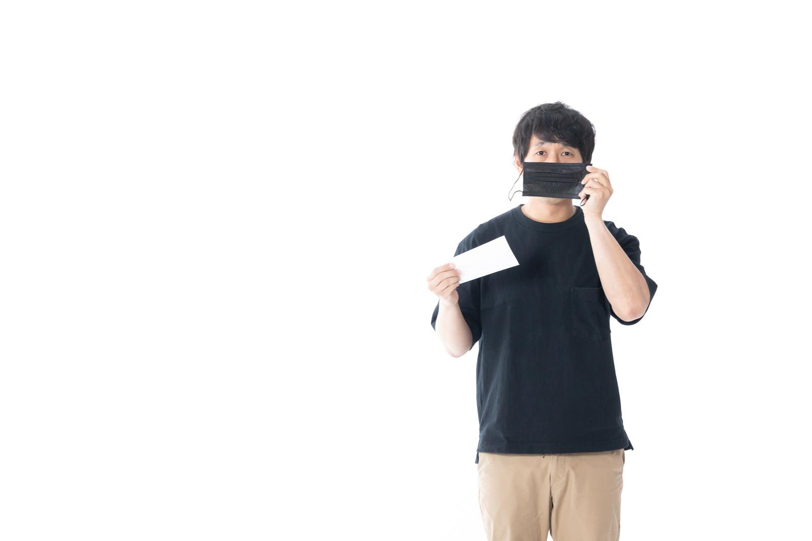 「最近よく目にする「黒マスク」ってどうなの?」の写真[モデル:大川竜弥]