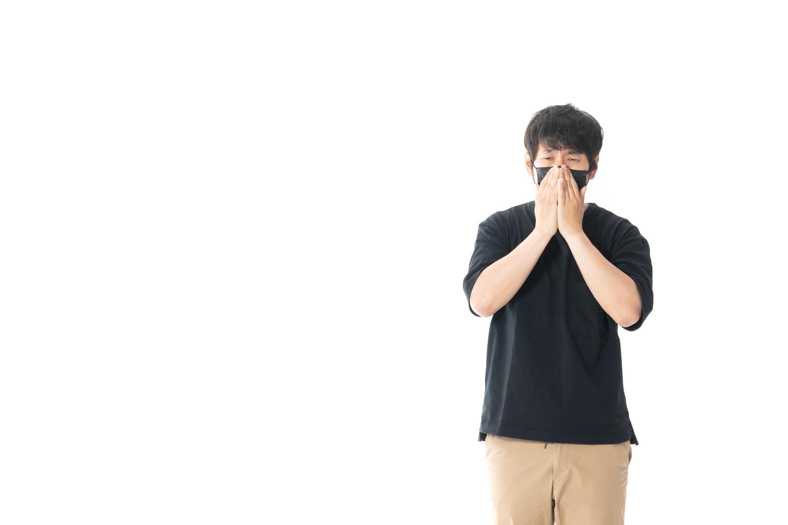 「うわっ…私の黒いマスク似合わなすぎ」の写真[モデル:大川竜弥]