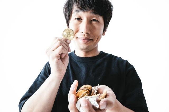 ビットコインのハイレバで大儲けした男性の写真