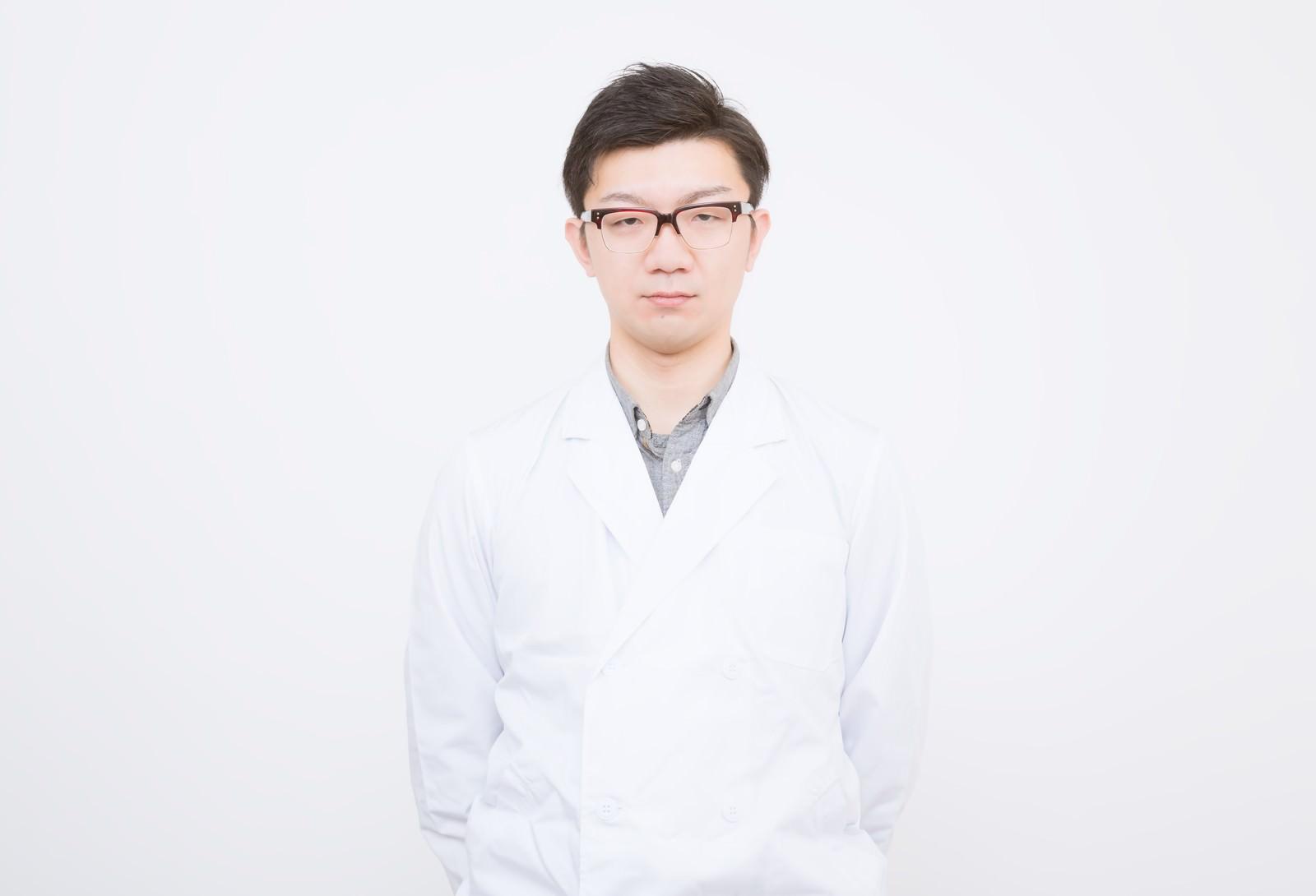 「白衣を来たドクター白衣を来たドクター」[モデル:OZPA]のフリー写真素材を拡大