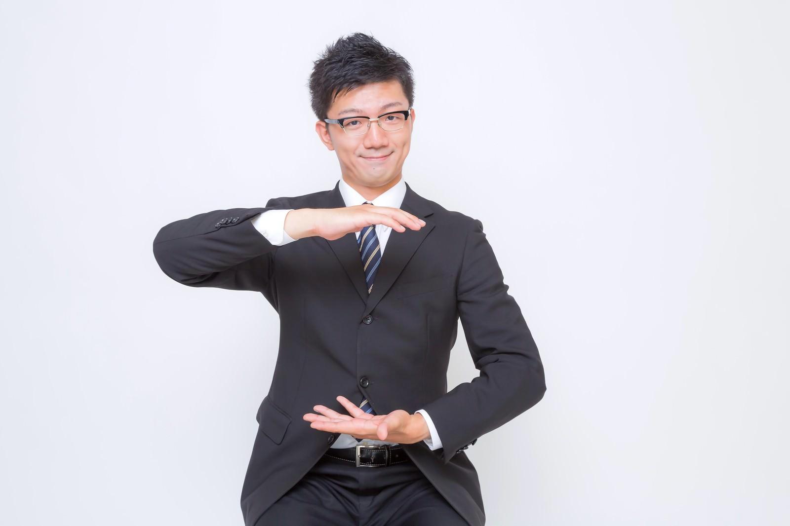 「空間を提案するビジネスマン空間を提案するビジネスマン」[モデル:OZPA]のフリー写真素材を拡大