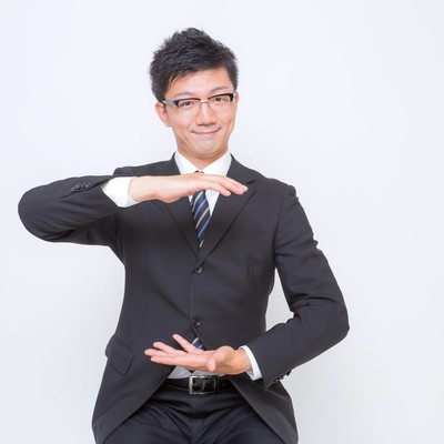 「空間を提案するビジネスマン」の写真素材