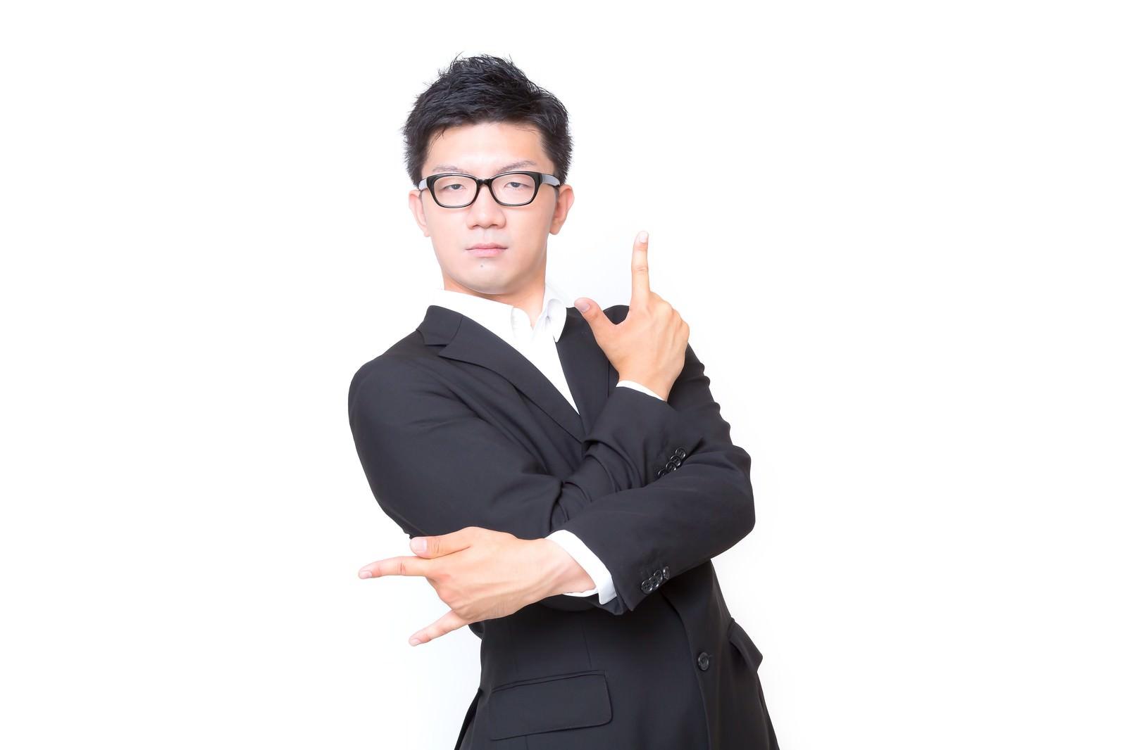 「一見不利に思われたが「そうかな」と答える男性」の写真[モデル:OZPA]