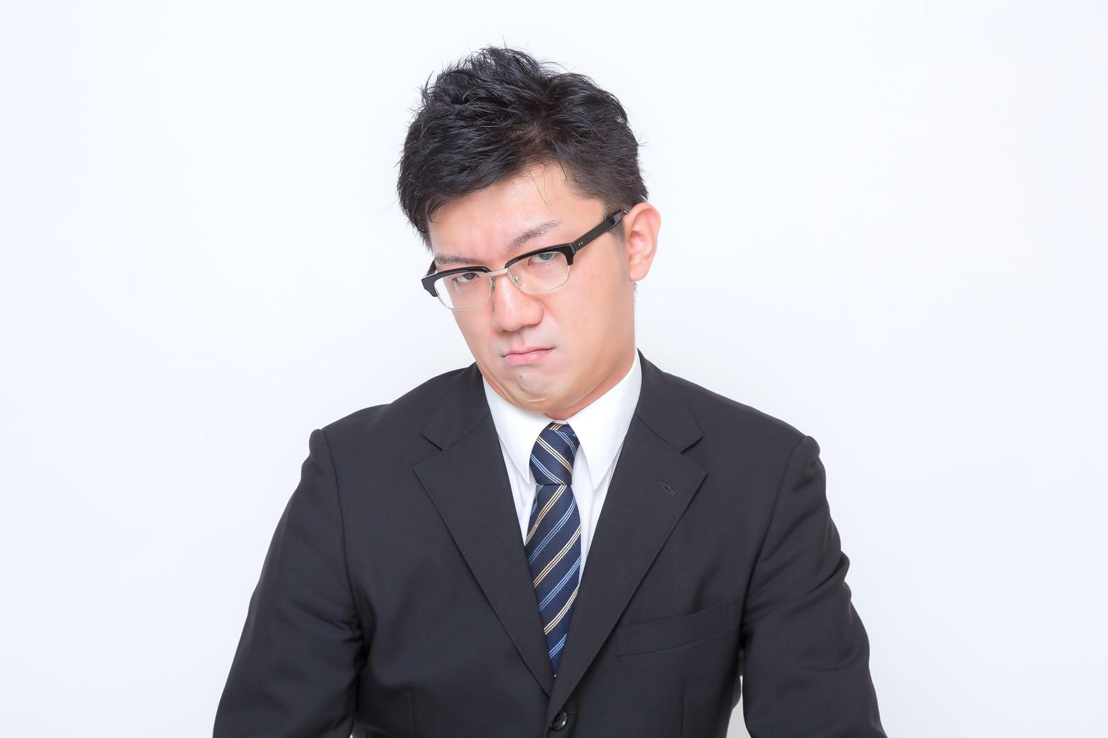 「1.「おこ」な男性」の写真[モデル:OZPA]