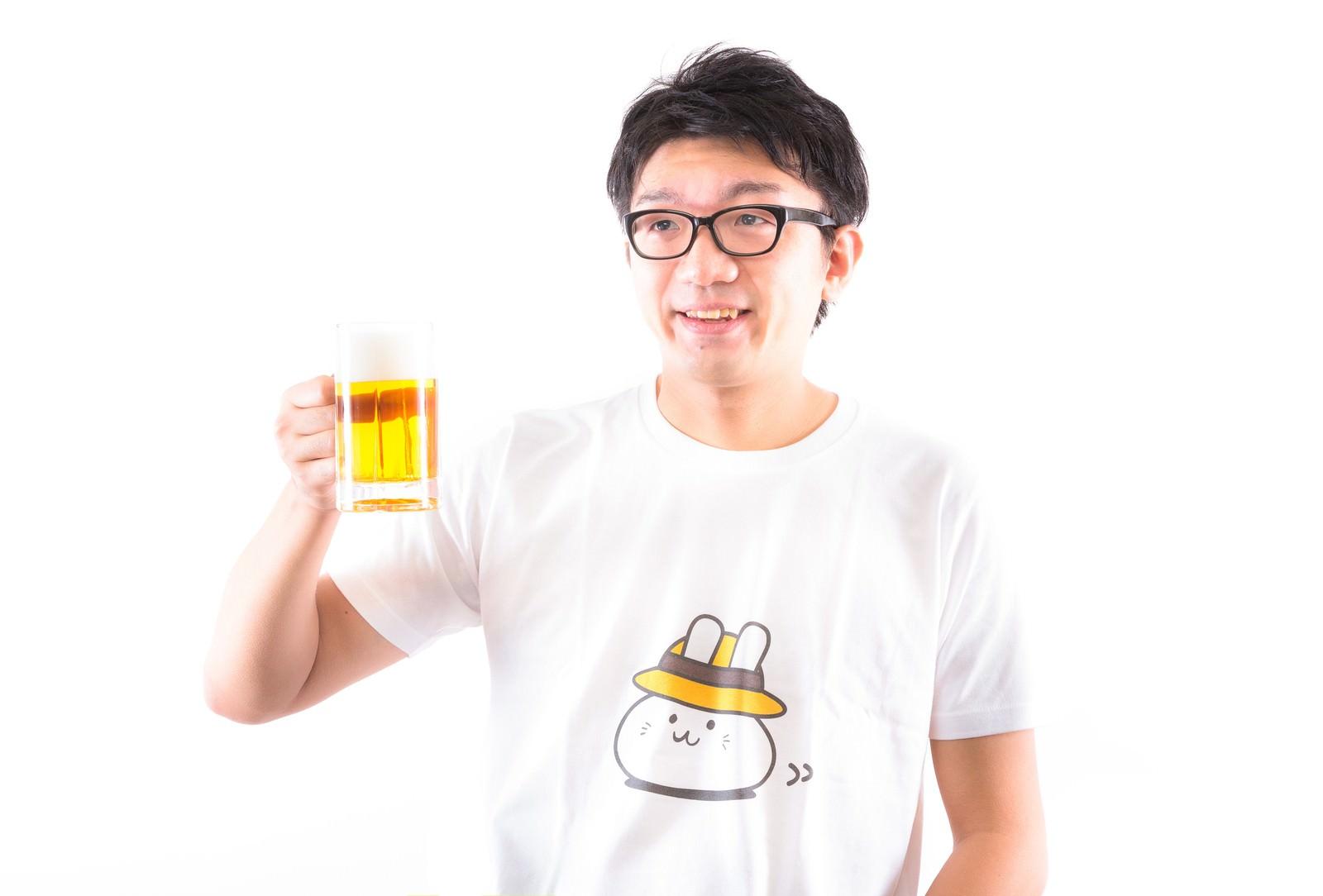「ただいま~ とりあえずビールで! 糖質、プリン体、気にしない」の写真[モデル:OZPA]