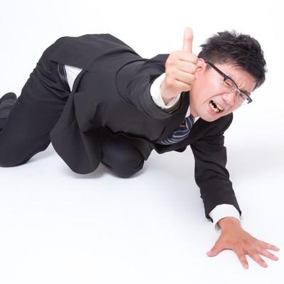 「行き倒れいいね!(スーツ姿の男性)」の写真素材