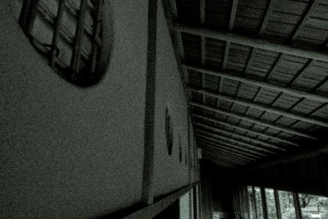 「古民家の廊下(ノイズ)」のフリー写真素材