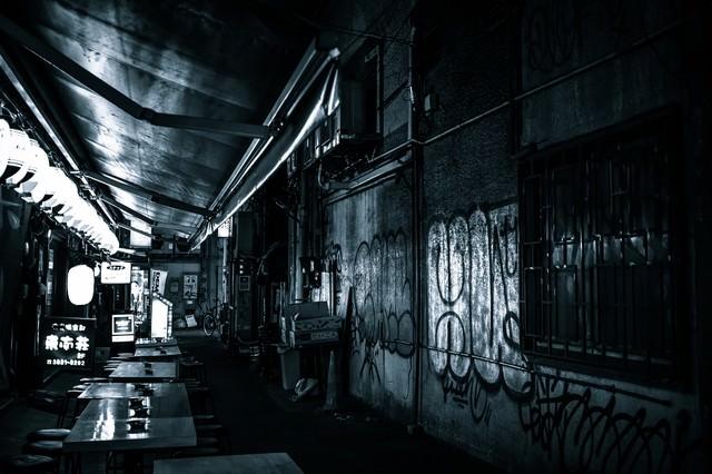 高架下の飲み屋の写真