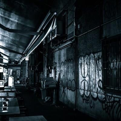 「高架下の飲み屋」の写真素材
