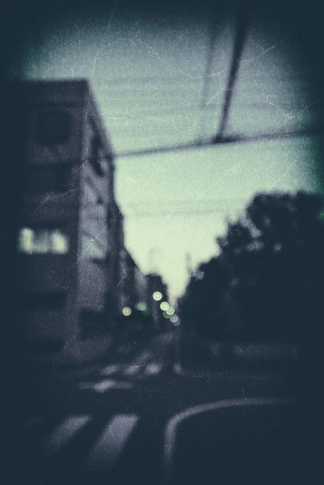 日暮れ時の街の写真