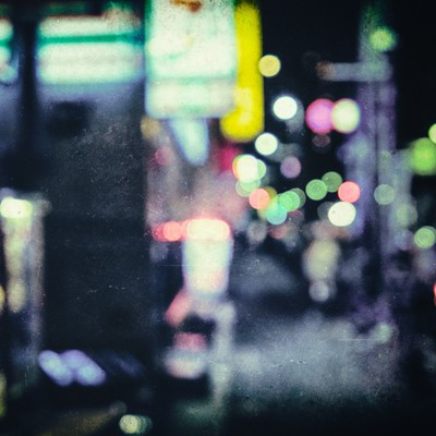「夜も更けたころ(ボケ)」の写真素材