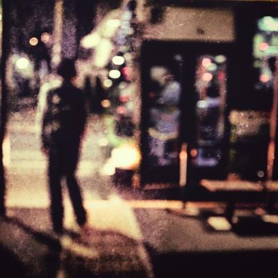 「夜道人(ノイズ)」の写真素材