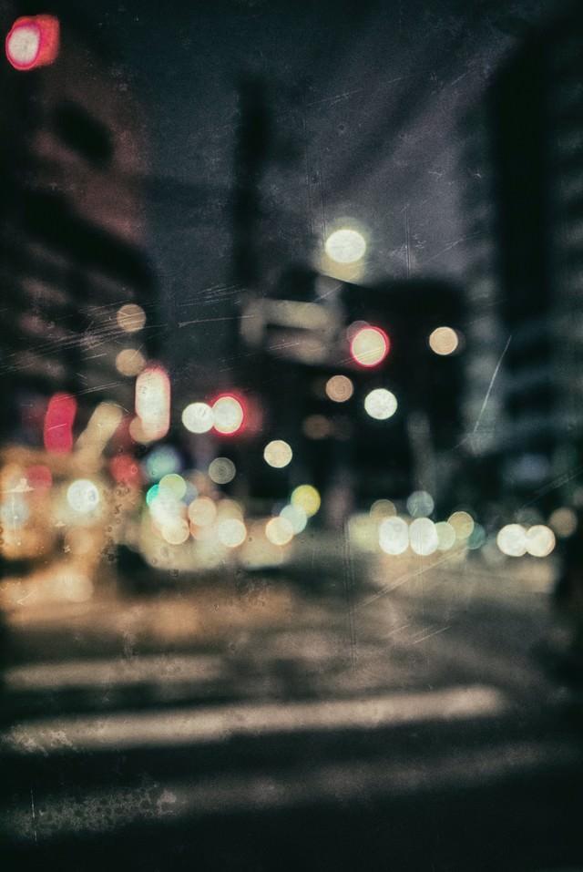 ピンボケの街並み(深夜)の写真