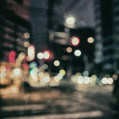 「ピンボケの街並み(深夜)」の写真素材