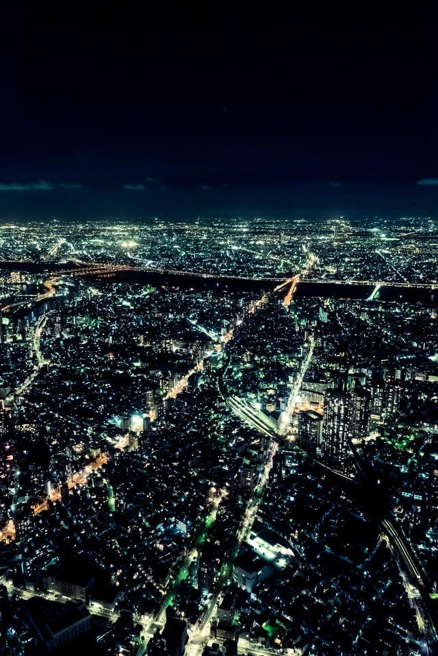 都会の静脈(夜景)の写真