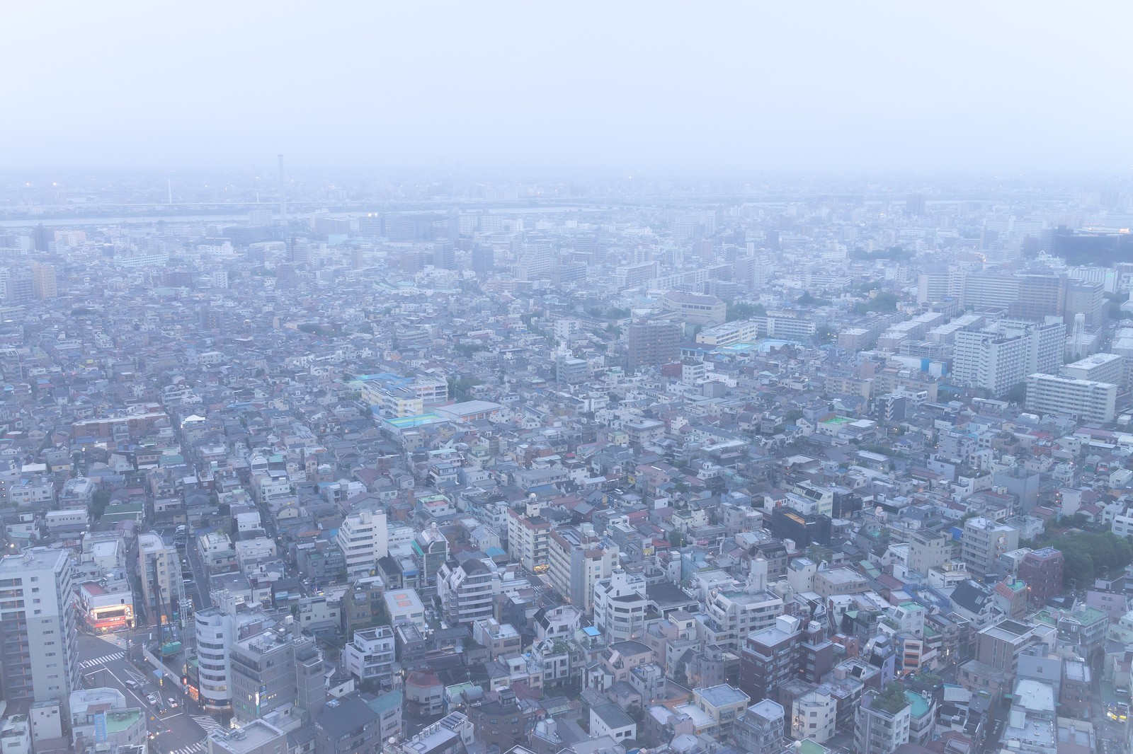 「天候が悪い街並み天候が悪い街並み」のフリー写真素材を拡大