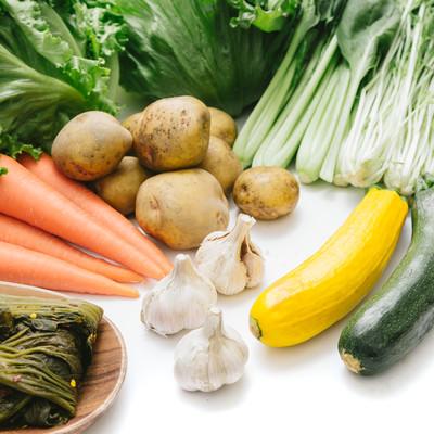 「大刀洗の採れたて野菜(にんにく、じゃがいもなど)」の写真素材